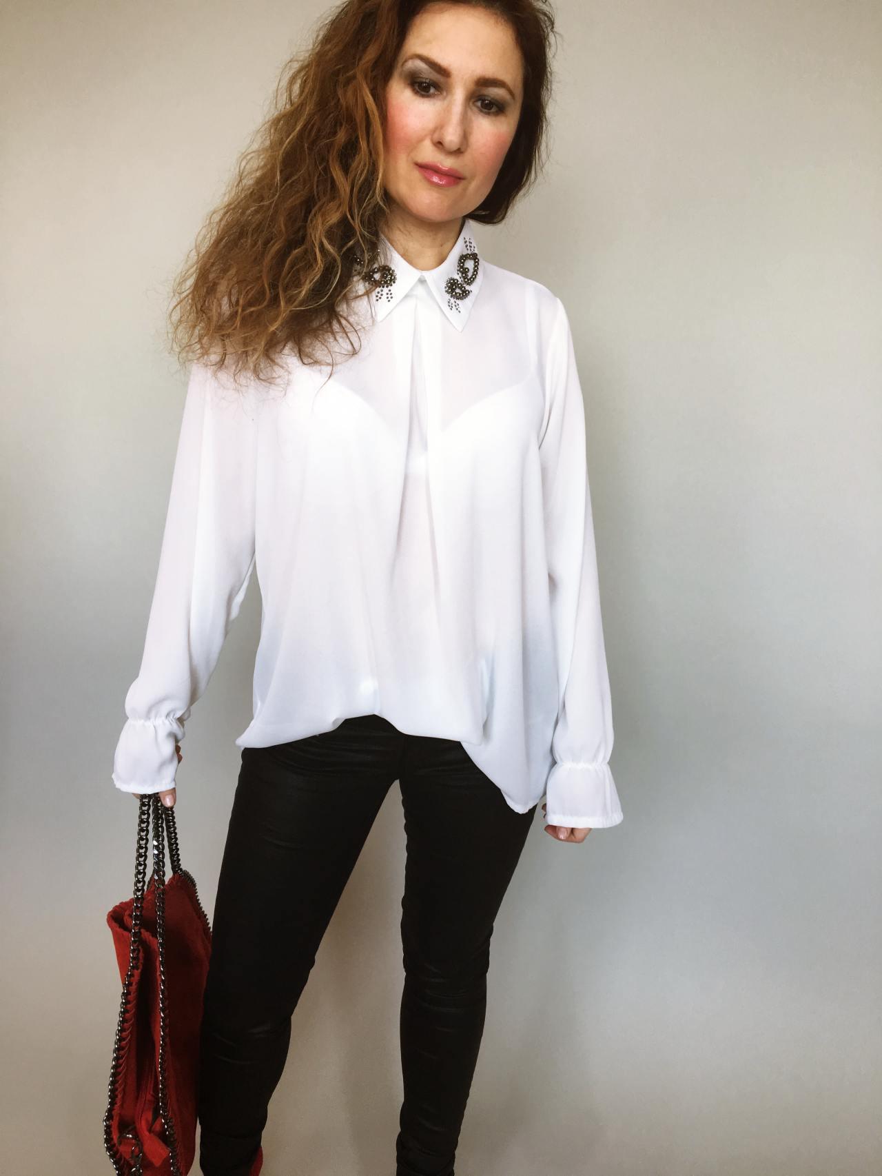 1040d203cb3 Halenka se zdobeným límečkem bílá – Simm-Fashion.cz