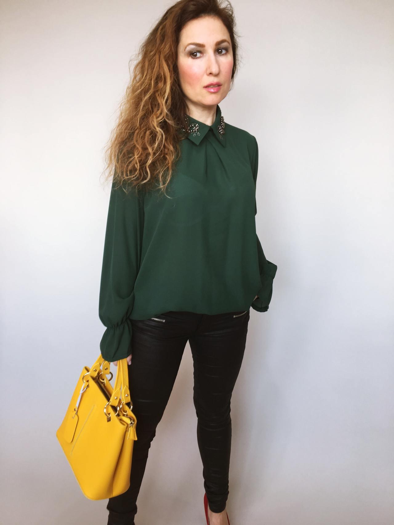 857e7e8eb8c Halenka se zdobeným límečkem tmavě – zelená – Simm-Fashion.cz