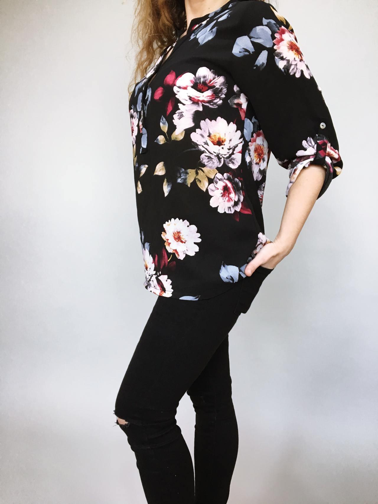 Košile s květy černá 03