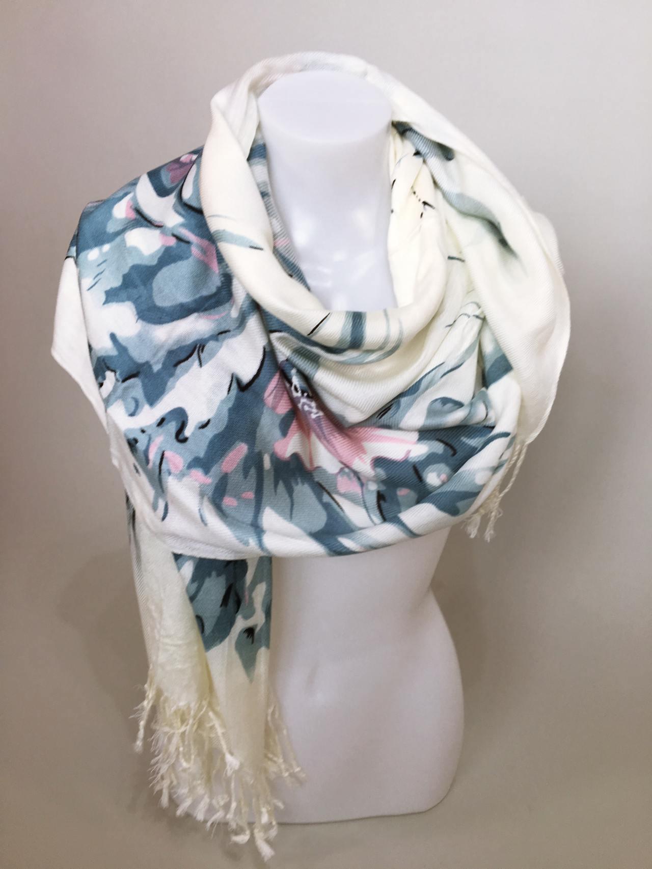 Šátek Flowers krémovo modrý 04