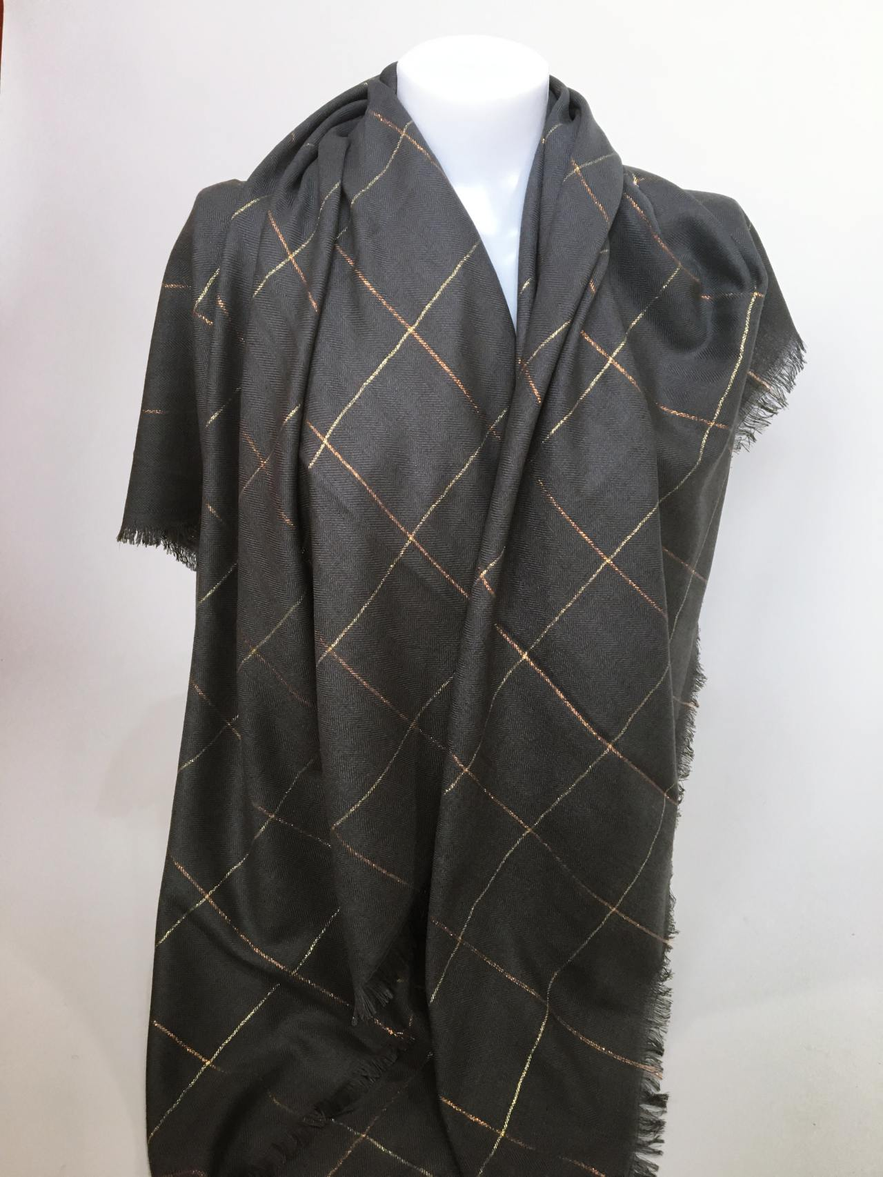 Šátek tmavě šedý 04