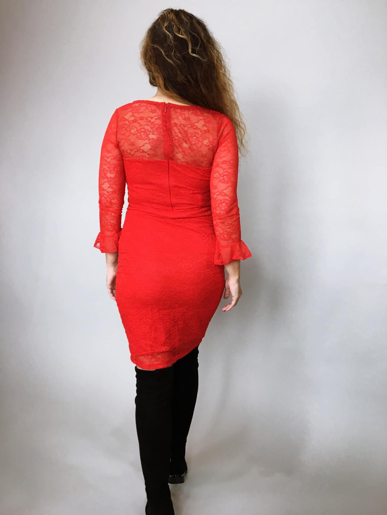 Šaty krajkové červené 03