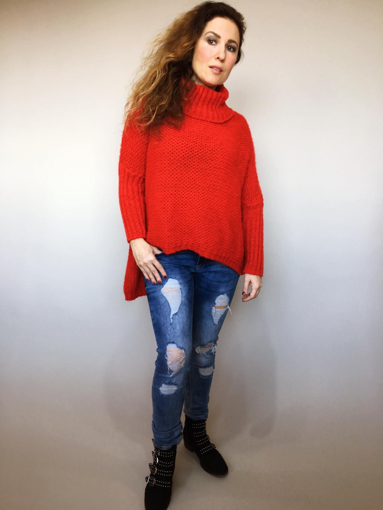 Teplý rolákový svetr červený 01