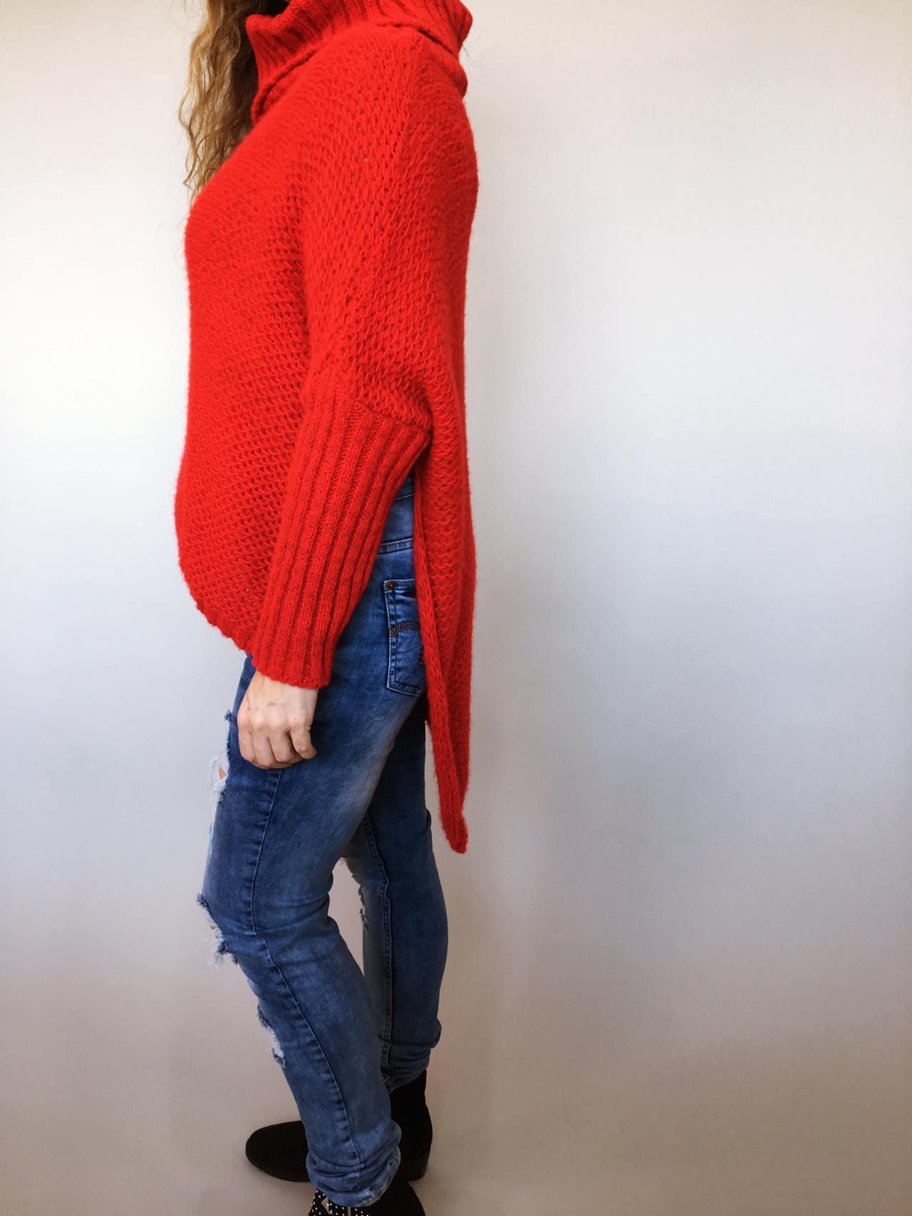 Teplý rolákový svetr červený 03