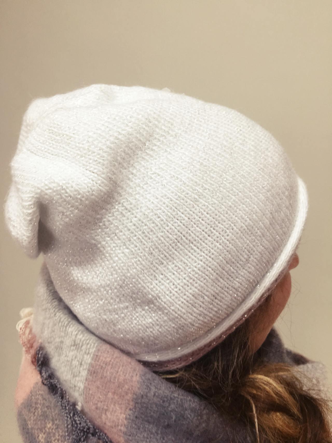 Čepice bílo stříbrná 02