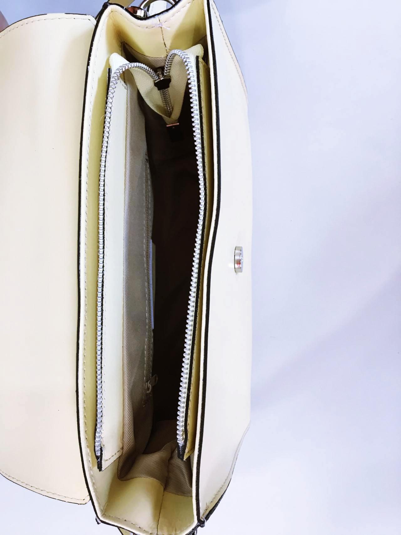 Kožená kabelka Izzy světle žlutá 04