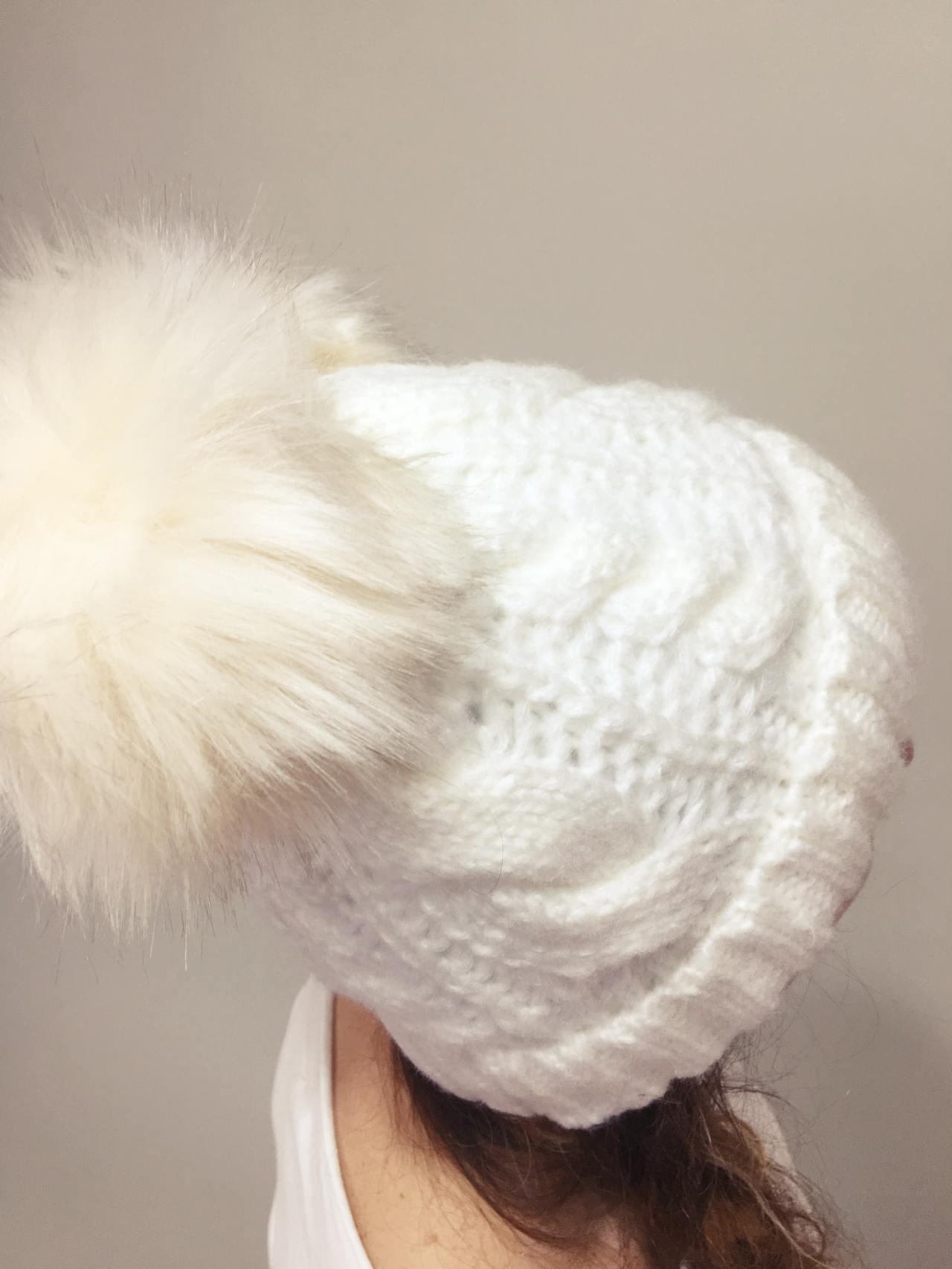 Pletená čepice s dvěma bambulemi bílá 02
