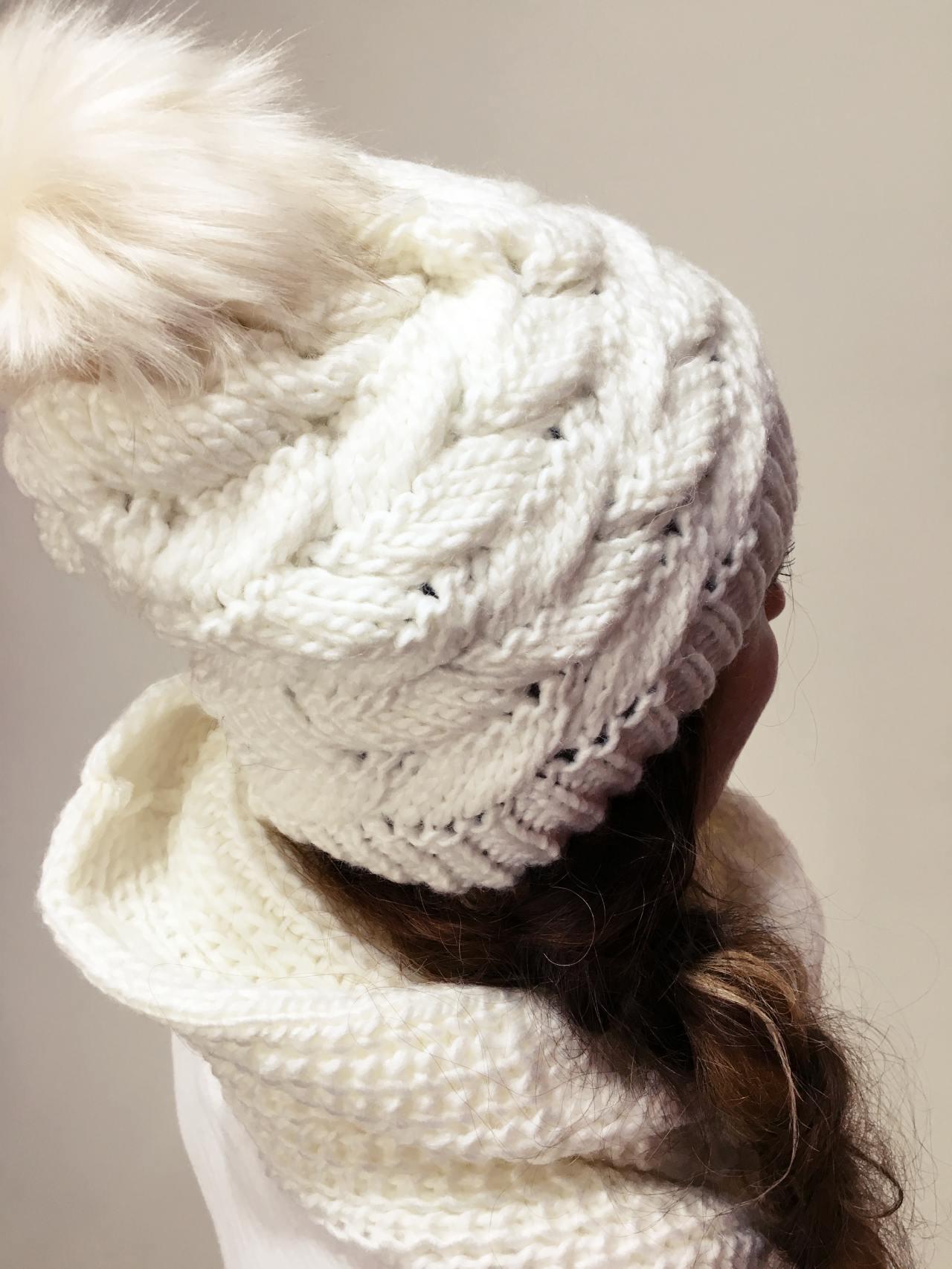Pletený komplet čepice a nákrčník bílý 02