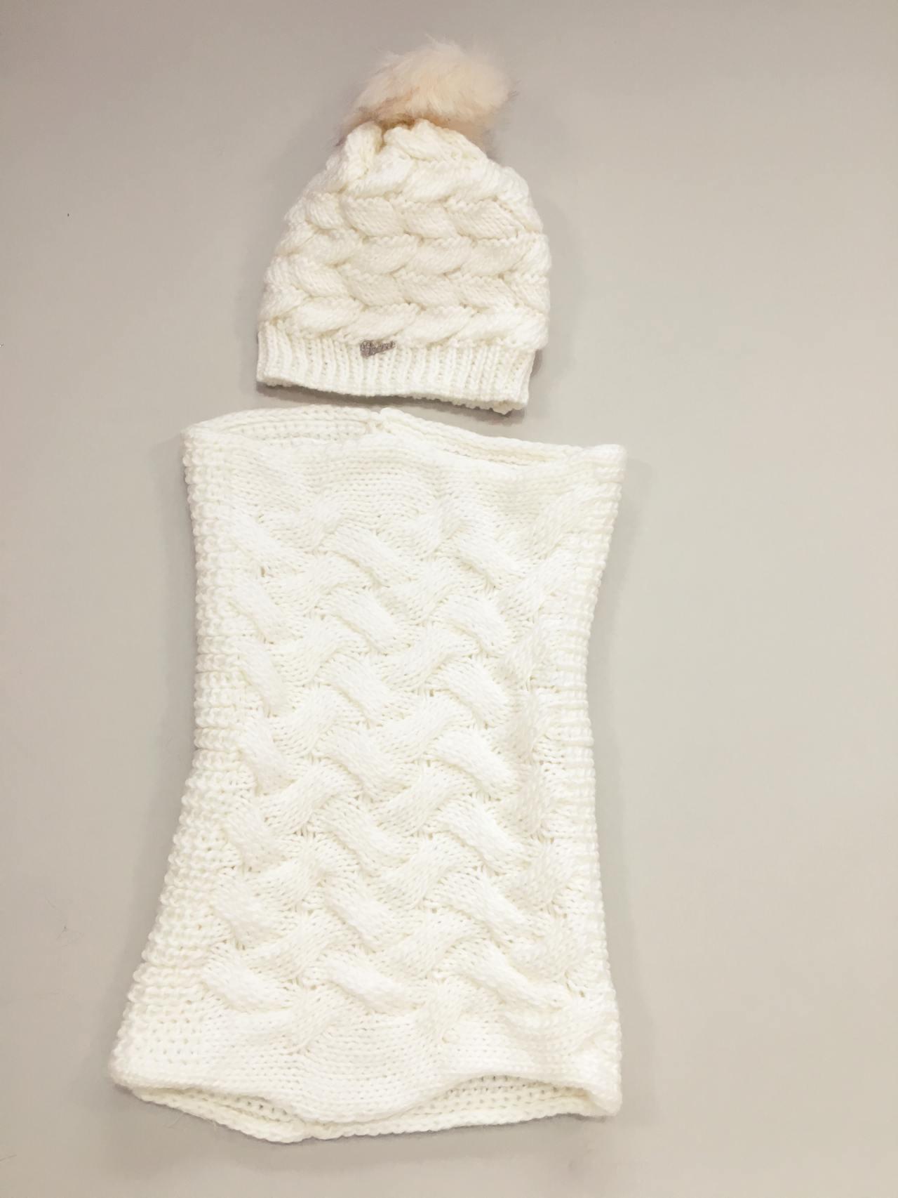 Pletený komplet čepice a nákrčník bílý 03