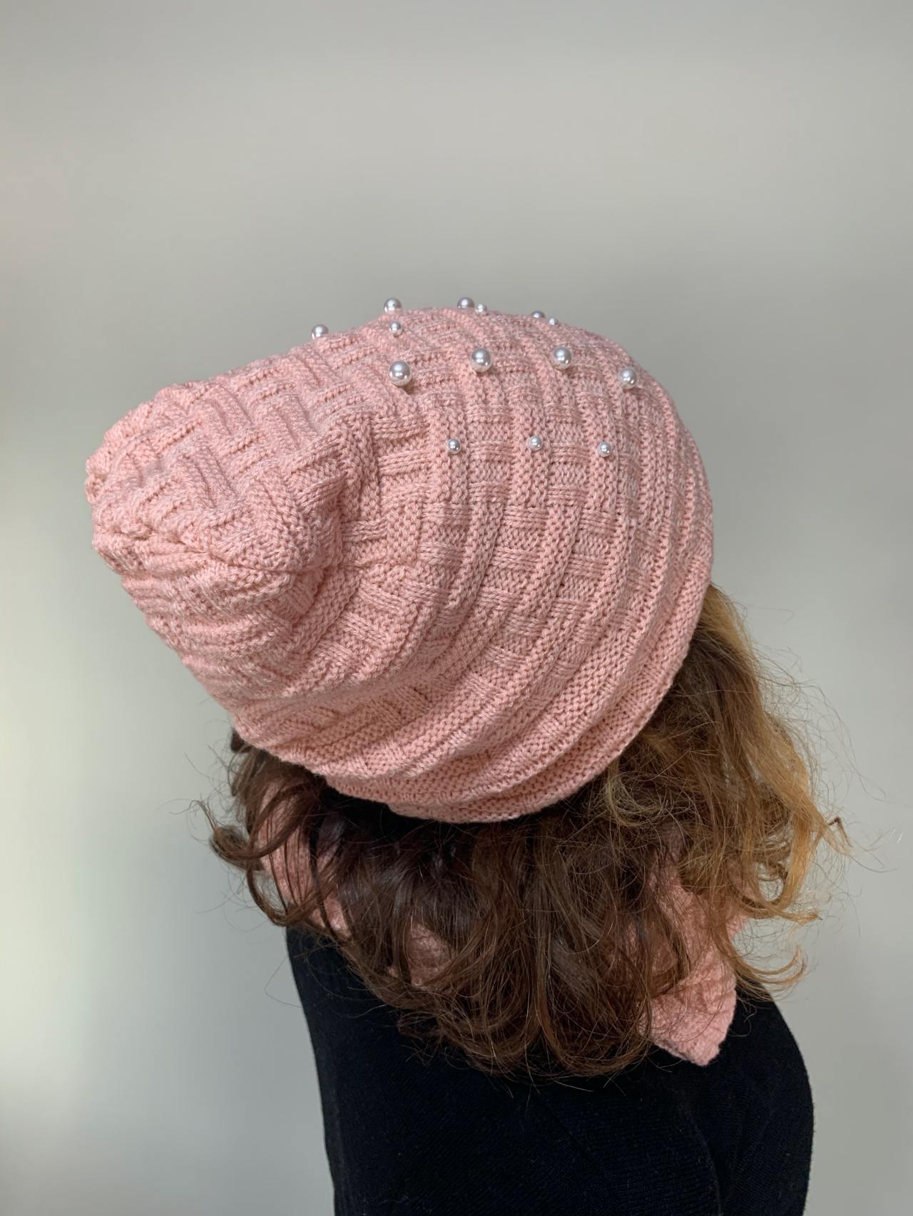 Komplet čepice a nákrčník s perličkami pudrový -02
