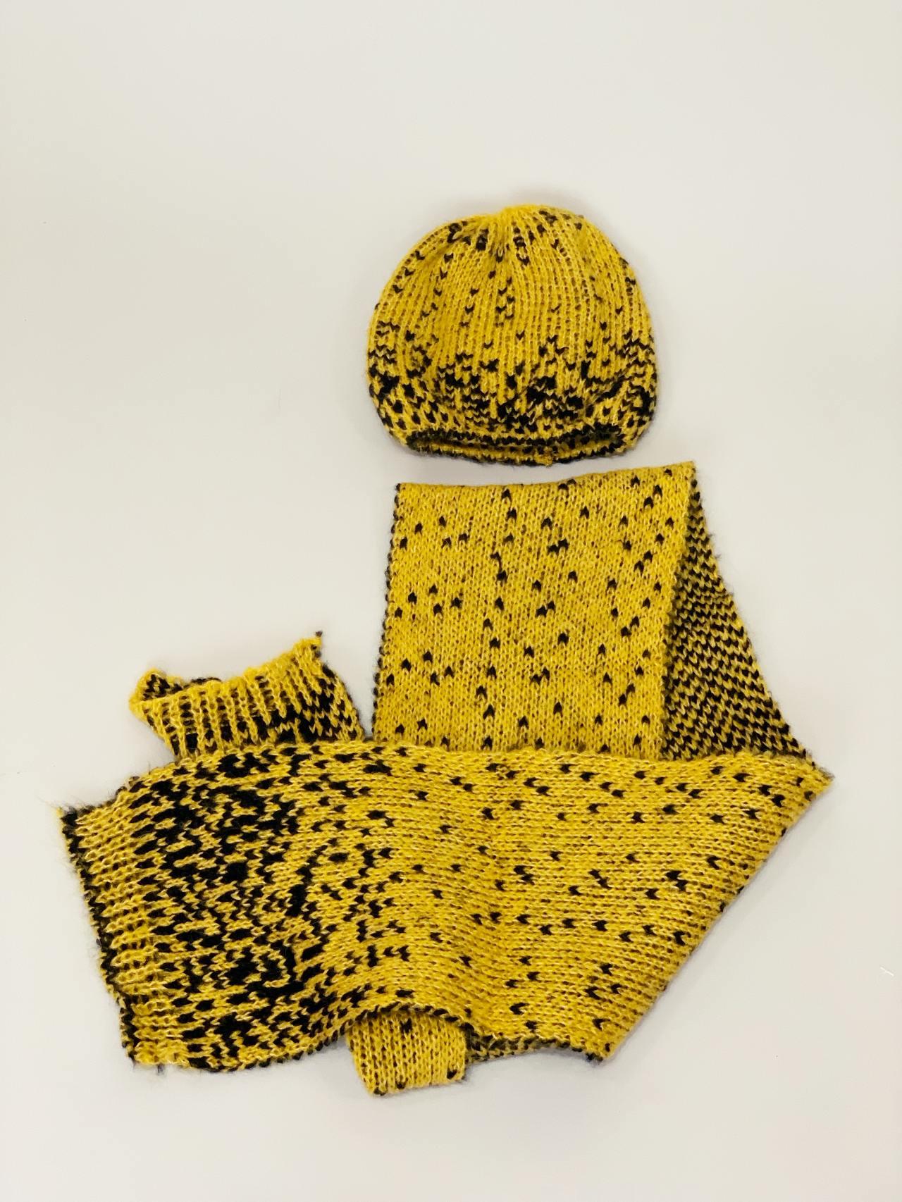 Komplet čepice a šála žlutočerný -03